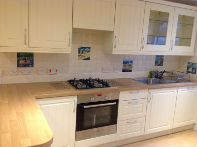 Kitchen tiling with picture tiles